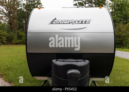 HICKORY, NC, USA-9/23/18:  A  2018 silver and black Camplite trailer, front nose, built by Livin' Lite. - Stock Image