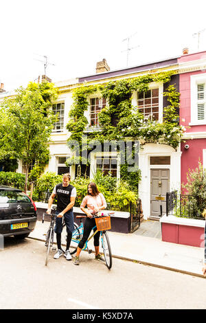 Cyclists, bike riders, lovers on bikes, going out on bikes, going out on pushbikes, couple on bikes, couple on pushbikes, bike riders, pushbikes, bike - Stock Image