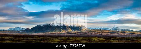 Beautiful panoramic of the Icelandic mountains in Thingvellir National Park. - Stock Image