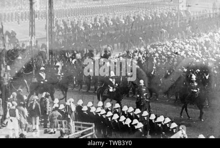 Crowds of people at the Coronation Durbar ceremony in Delhi, India, December 1911.      Date: 1911 - Stock Image