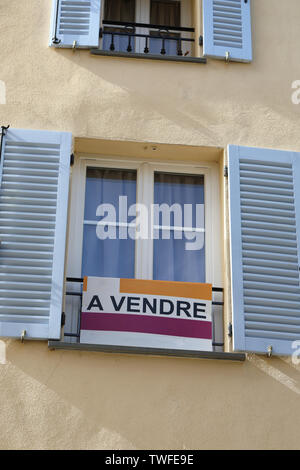 Apartment For Sale Sign (A Vendre In The French Language) In Front Of An Apartment Building In Castellar, France, French Riviera, Europe - Stock Image