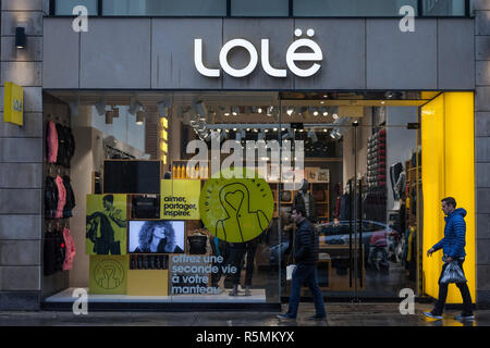 MONTREAL, CANADA - NOVEMBER 5, 2018: Logo of Lole on their main store for Montreal, Quebec. Lole is a fashion and apparel brand, founded by Bernard Ma - Stock Image