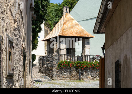 A covered Felsenbrunnen ('rock well') in Stein an der Donau dating from the middle ages. The old town of Stein is a UNESCO World Heritage Site - Stock Image