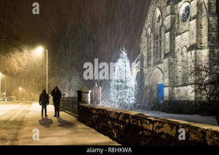 Stirlingshire, Scotland, UK. 15th December 2018.  UK weather - after a predominantly wet day, snow begins to fall in earnest  in the early evening in the Stirlingshire village of Killearn as Storm Deirdre brings wintry conditions to Scotland Credit: Kay Roxby/Alamy Live News Credit: Kay Roxby/Alamy Live News - Stock Image