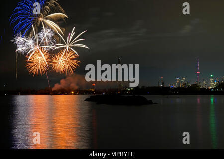 Toronto, Canada. 21st May, 2018. Toronto fireworks Ashbridge Bay beach celebration Credit: CharlineXia/Alamy Live News  - Stock Image