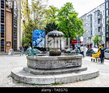Berlin, Hardenbergstrasse, Charlottenburg. Duck fountain, Entenbrunnen outside the Renaissance theatre - Stock Image