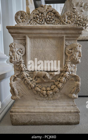 roman grave altar for ashes - Stock Image