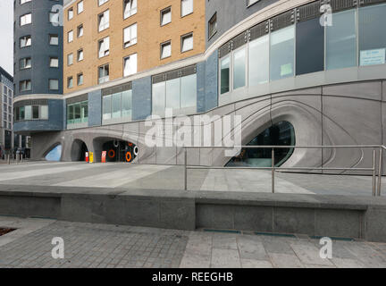 Roca London Gallery, futuristic showroom in Chelsea Harbour designed by Zaha Hadid Architects, façade - Stock Image