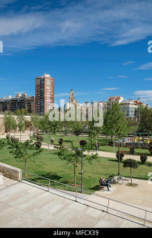 Turia Gardens (Jardines del Turia), a 9km former riverbed running through the city centre converted to a public garden, Valencia, Spain - Stock Image