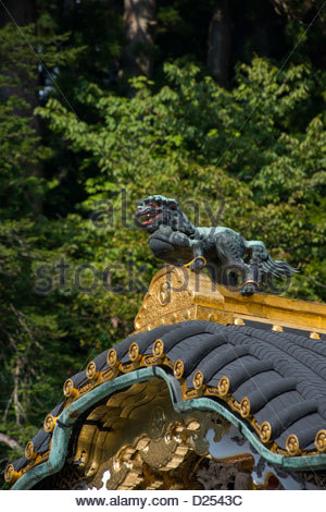 Statue of a dragon on the roof of the Honsha at Toshogu Shrine Nikko Japan - Stock Image