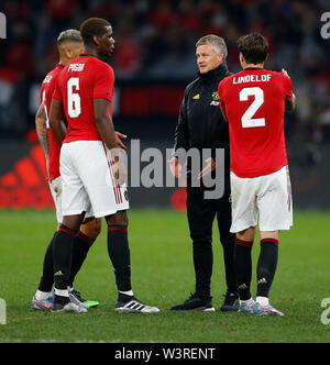 Optus Stadium, Burswood, Perth, W Australia. 17th July 2019. Manchester United versus Leeds United; pre-season tour; Ole Gunnar Solskjaer Manager of Manchester United talks to Paul Pogba Victor Lindelof and Marcos Rojo during the half time break Credit: Action Plus Sports Images/Alamy Live News - Stock Image