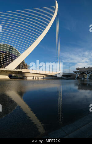 The Assut de l'Or Bridge, a feature of the city skyline and part of The City of Arts and Sciences in Valencia, Spain. - Stock Image