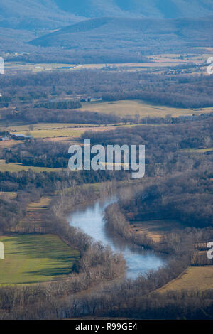 USA Virginia Luray South Fork of the Shenandoah River running trough the Shenandoah Valley in winter - Stock Image
