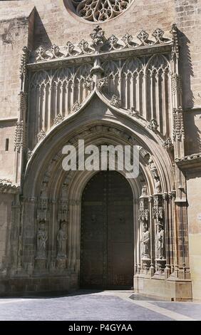 PUERTA DE LOS APOSTOLES - S XV - GOTICO FLORIDO. Author: Diego Sánchez de Almazán (15th cent.). Location: CATEDRAL-EXTERIOR, SPAIN. - Stock Image
