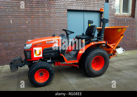 Teesside University Kubota B2530 tractor, fitted with a sprinkler for spreading sand and salt mixture for defrosting campus roads and paths - Stock Image