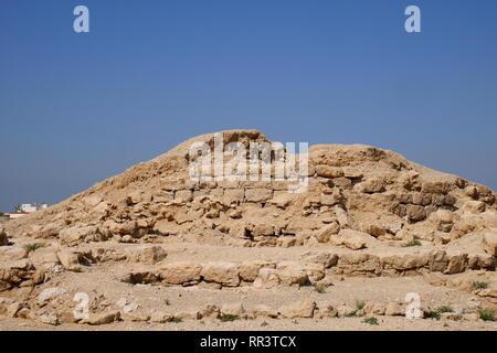 Partly excavated Dilmun era burial mound, Janabiya, Kingdom of Bahrain - Stock Image