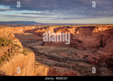Sunrise over Tsegi Overlook at the Canyon de Chelly National Monument. - Stock Image