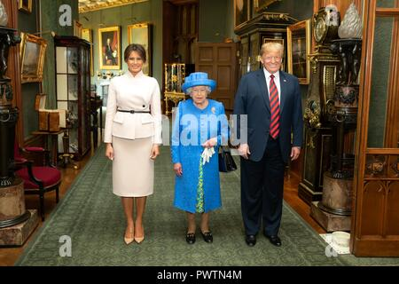 U.S First Lady Melania Trump, Her Majesty Queen Elizabeth II and President Donald Trump at Windsor Castle July 13, 2018 in Windsor, United Kingdom. - Stock Image