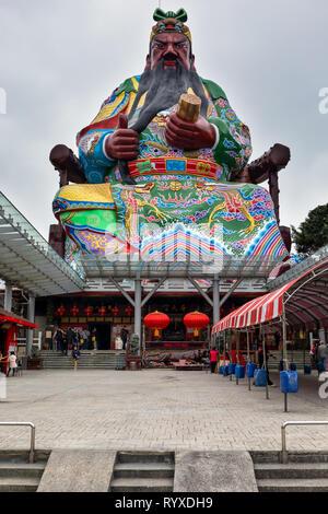 A giant statue of Guan Gong (Kuan Kung), the god of war, at Putian (Pu-tien) Temple in Hsinchu, Taiwan. - Stock Image