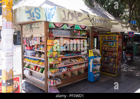 A typical tobacco kiosk in Thessaloniki, Greece - Stock Image