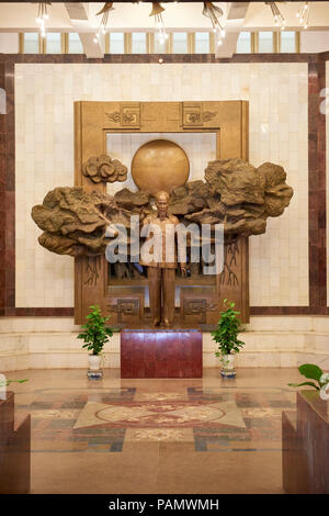 Statue of president Ho Chi Minh in the lobby of the museum with the same name. The museum houses a collection of items and newspapers recounting the r - Stock Image