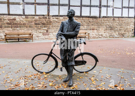 Elgar statue in the grounds of Hereford Cathedral, Hereford, Herefordshire - Stock Image