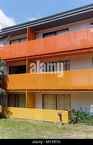 Colorful three-storey walkup stucco apartment building with in Kitsilano, Vancouver, BC, Canada - Stock Image