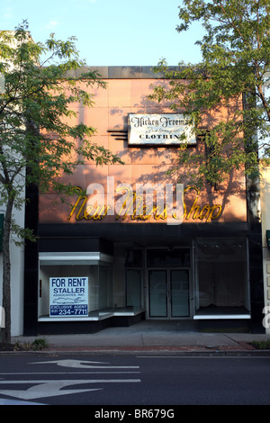 Vacant storefront in Bay Shore, NY, USA - Stock Image