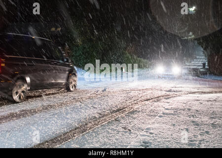 Killearn, Stirlingshire, Scotland, UK - 15 December 2018: UK weather - after a predominantly wet day, snow begins to fall in earnest  in the early evening in the Stirlingshire village of Killearn as Storm Deirdre brings wintry conditions to Scotland - Stock Image