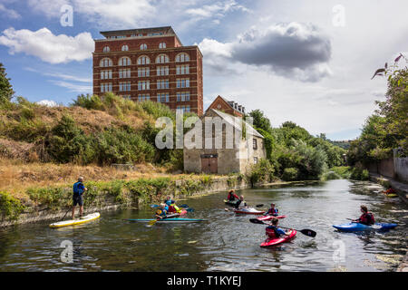 People canoeing in Stroudwater Navigation canal, Gloucestershire, UK - Stock Image