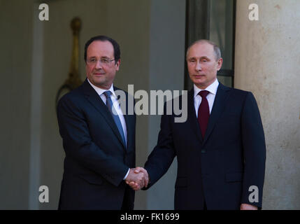 Vladimir Putin and François Hollande during his visit in Paris France - Stock Image