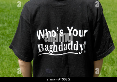 arabic writing tshirt who's your baghdaddy merchandise iraqi iraq war tasteless dominance - Stock Image