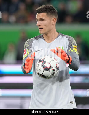 Wolfsburg, Germany. 22nd Apr, 2019. Soccer: Bundesliga, 30th matchday: VfL Wolfsburg - Eintracht Frankfurt in the Volkswagen Arena. Wolfsburg goalkeeper Pavao Pervan is in goal. Credit: Peter Steffen/dpa - IMPORTANT NOTE: In accordance with the requirements of the DFL Deutsche Fußball Liga or the DFB Deutscher Fußball-Bund, it is prohibited to use or have used photographs taken in the stadium and/or the match in the form of sequence images and/or video-like photo sequences./dpa/Alamy Live News - Stock Image