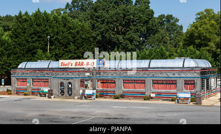 HICKORY, NC, USA-9/2/18: Shell's BAR-B-Q is a 1950's style restaurant. - Stock Image