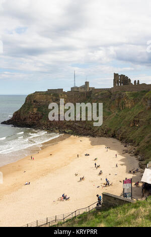 King Edward's Bay in Tynemoth, Tyne and Wear, overlooked by the headland on which stands the old coastguard - Stock Image