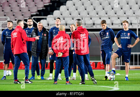Prague, Czech Republic. 12th Nov, 2018. Players of the Czech national soccer team attend the training prior to friendly match with Poland and match of Nationals League with Slovakia in Prague, Czech Republic, November 12, 2018. Credit: Vit Simanek/CTK Photo/Alamy Live News - Stock Image