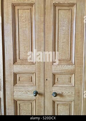 Oak double doors - Stock Image