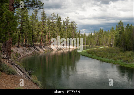 The Deschutes River cuts through a thick layer of volcanic ash just above Pringle Falls, near LaPine, Oregon - Stock Image