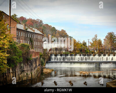 Prattville Alabama Mill and Dam on Autauga Creek with the old historic cotton gin and mill in rural Alabama. Prattville Alabama, USA. - Stock Image