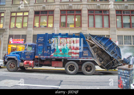 New York City (NYC), Manhattan - Garbage Truck - Stock Image