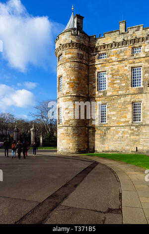 Edinburgh (Scotland) - Placed in the Royal Mile, the Palace of Holyroodhouse is the official residence of the Monarchy in Scotland - Stock Image