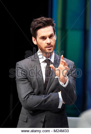 Dry Powder by Sarah Burgess. A Hampstead Theatre Production directed by Anna Ledwich. With Tom Riley as Seth. Opens - Stock Image