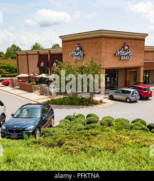 HICKORY, NC, USA-20 AUG 2018: Atlanta Bread Co., store.  Company is privately owned cafe chain, with stores franchised throughout US. - Stock Image
