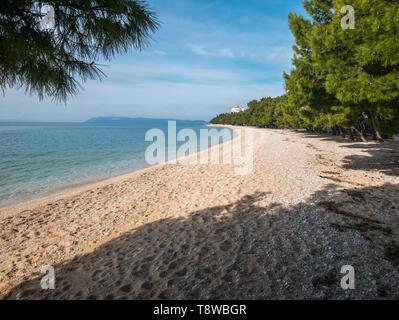 Empty beach landscape on sunny day in Tucepi, Croatia - Stock Image