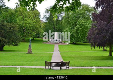 Footpaths through Christchurch Park, Ipswich, Suffolk, UK - Stock Image