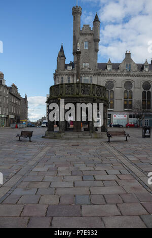 Mercat Cross, in the Castlegate area of Aberrdeen, Scotland, UK. The Salvation Army Citadel in the background. - Stock Image