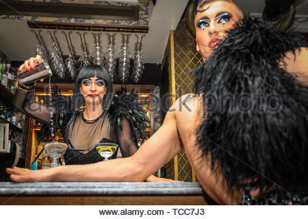 London, UK, 07th June 2019. For the upcoming World Gin Day this Saturday, 8th June, glamorous international cabaret star, Bernie Dieter, who is currently shaking up the Southbank with Little Death Club, mixes things up behind the bar with contortionist Beau Sargent, at Mr Foggs Gin Parlour in Covent Garden, London. Credit: Imageplotter/Alamy Live News - Stock Image