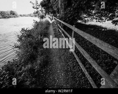 The Ridgeway Prehistoric Road, Next to the River Thames, South Stoke, Oxfordshire, England, UK, GB. - Stock Image