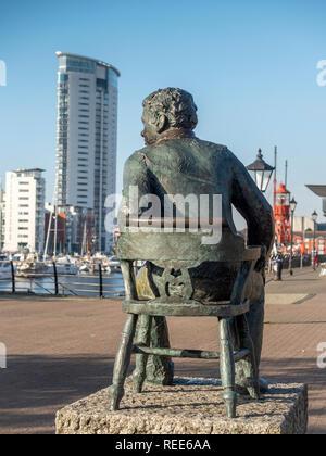 Dylan Thomas Statue Swansea Maritime Quarter Swansea Marina Swansea West Glamorgan Wales - Stock Image