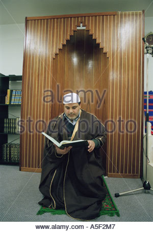 Imam reading the coran in a mosque in Stockholm 1997 - Stock Image